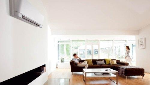 Настенный кондиционер в интерьере современного дома
