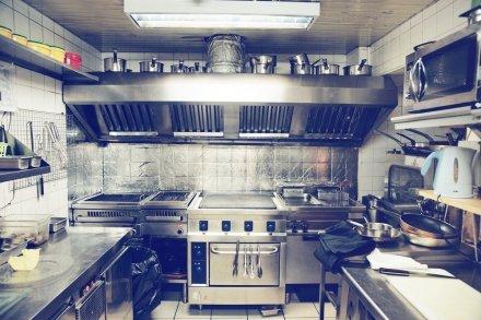 Вытяжная вентиляция на кухне в небольшом ресторане