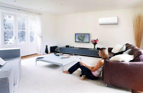 Настенний блок кондиціонера в інтер'єрі квартири