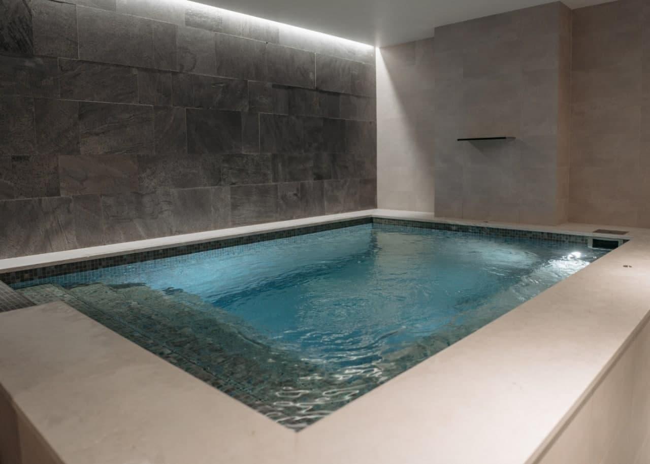Бассейн в помещении с высокой влажностью воздуха