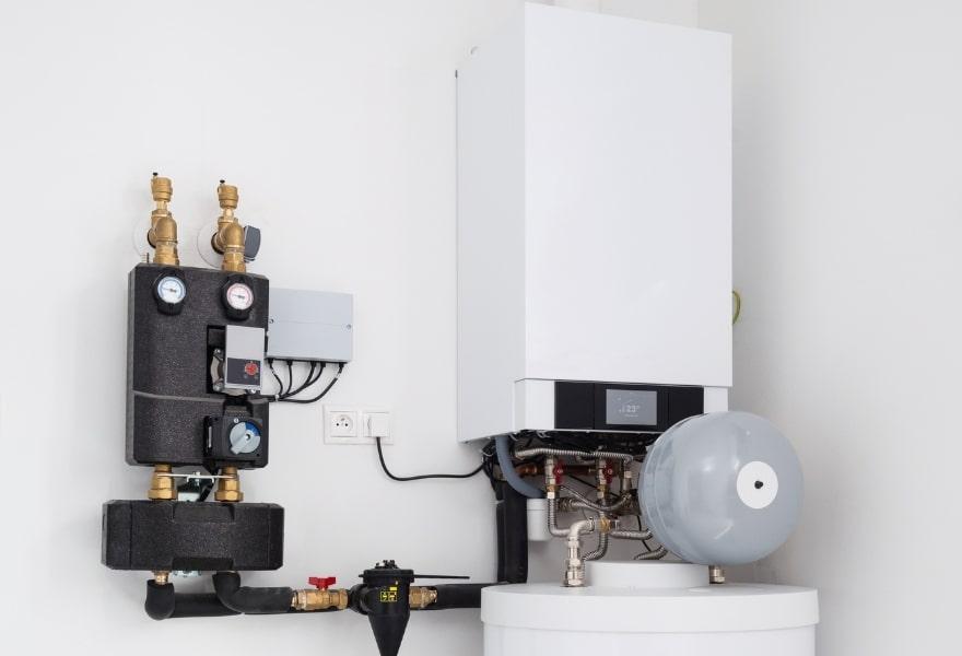 Опалення в приватному будинку без газу: тепловий насос + твердопаливний котел