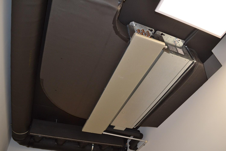 Канальный фанкойл Daikin под потолком