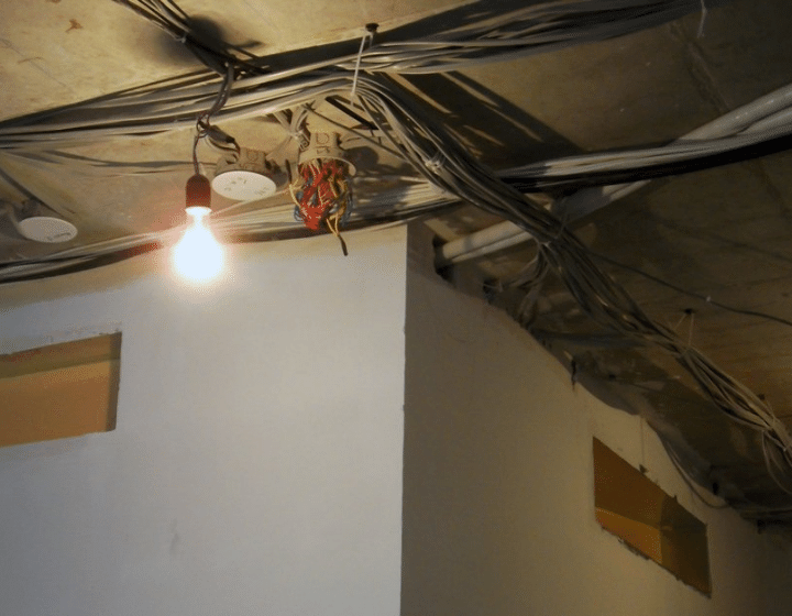 Электропроводка и фреонопроводы для вентиляционного оборудования и фанкойлов