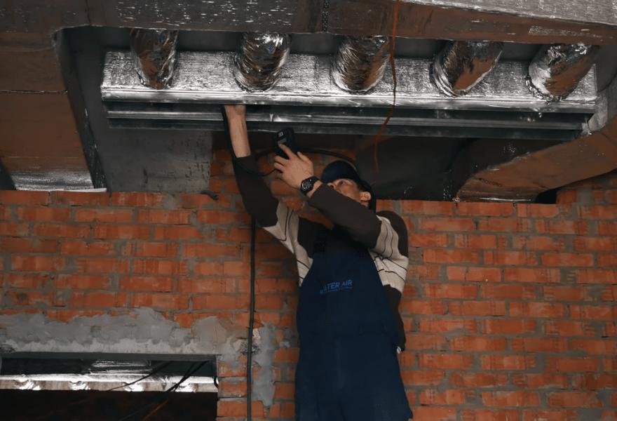 Система воздуховодов в квартире на стадии монтажа